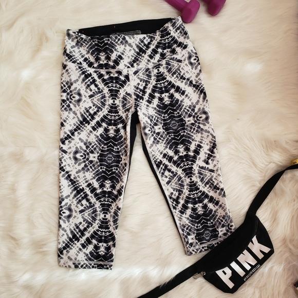 b5b2ef85180b4 VSX Victoria's Secret knockout Capris crop Legging